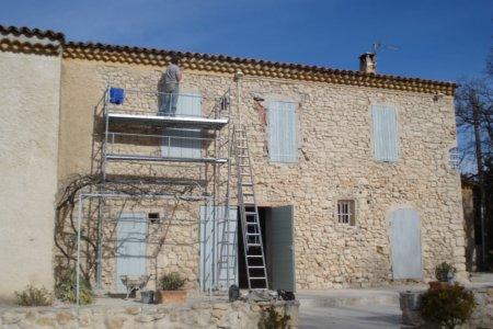 Décroutage facade avec marteau et burin